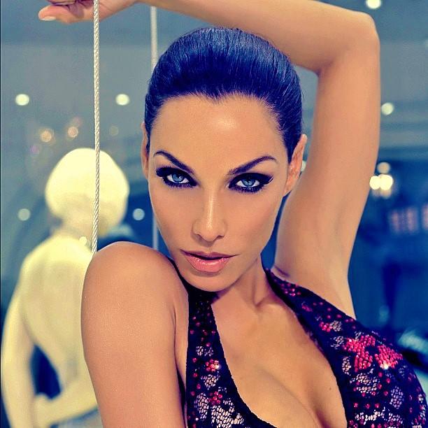 Model: Nicole Murphy