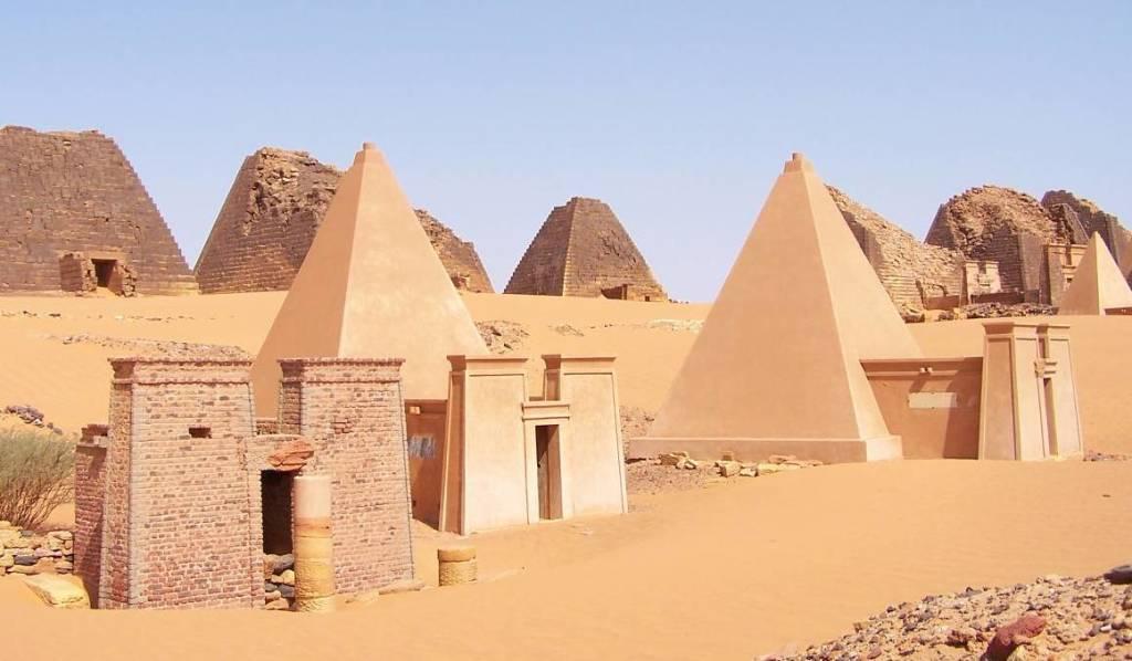 Nubian pyramids 04