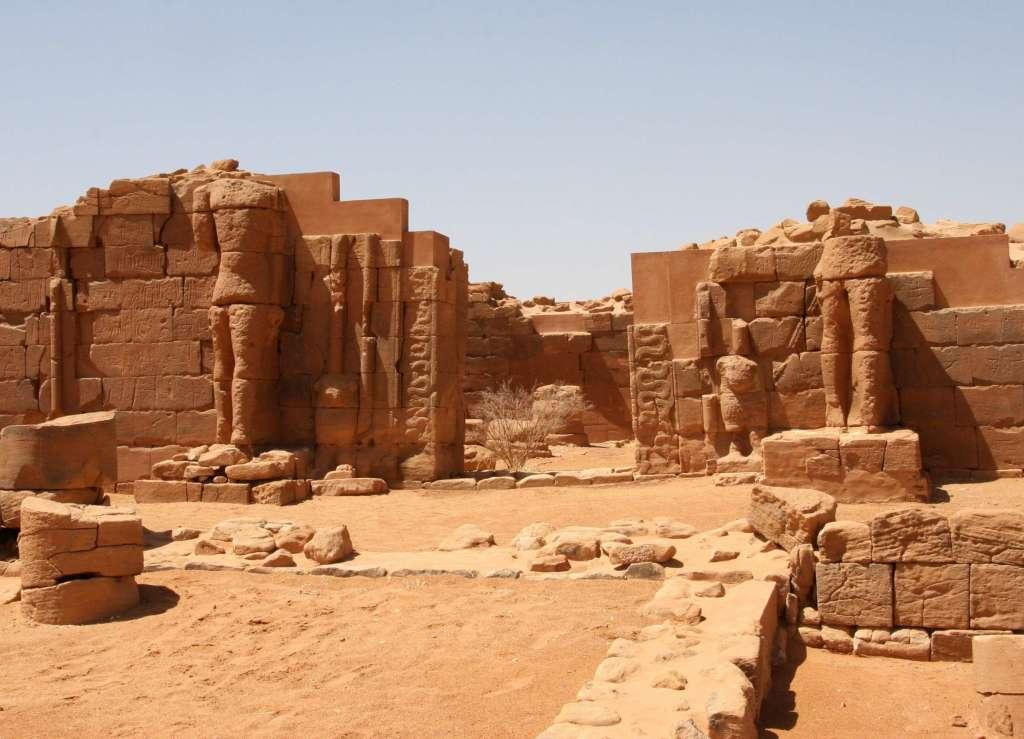 Nubian pyramids 10