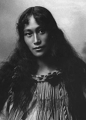 Maori woman 00