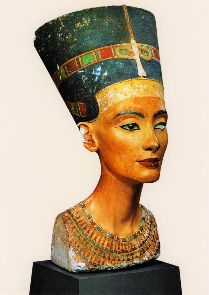 Queen Nefertiti's beautiful brown eyes