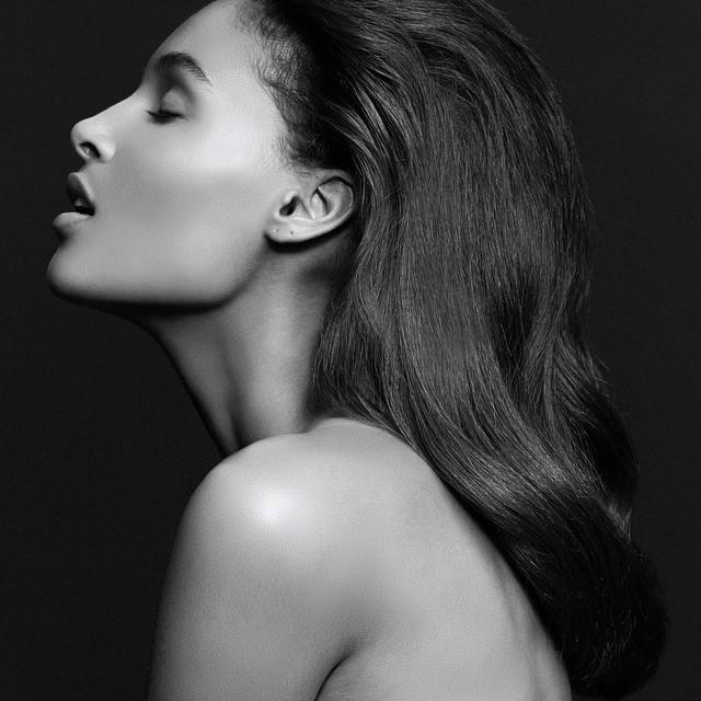 Model: Cindy Bruna