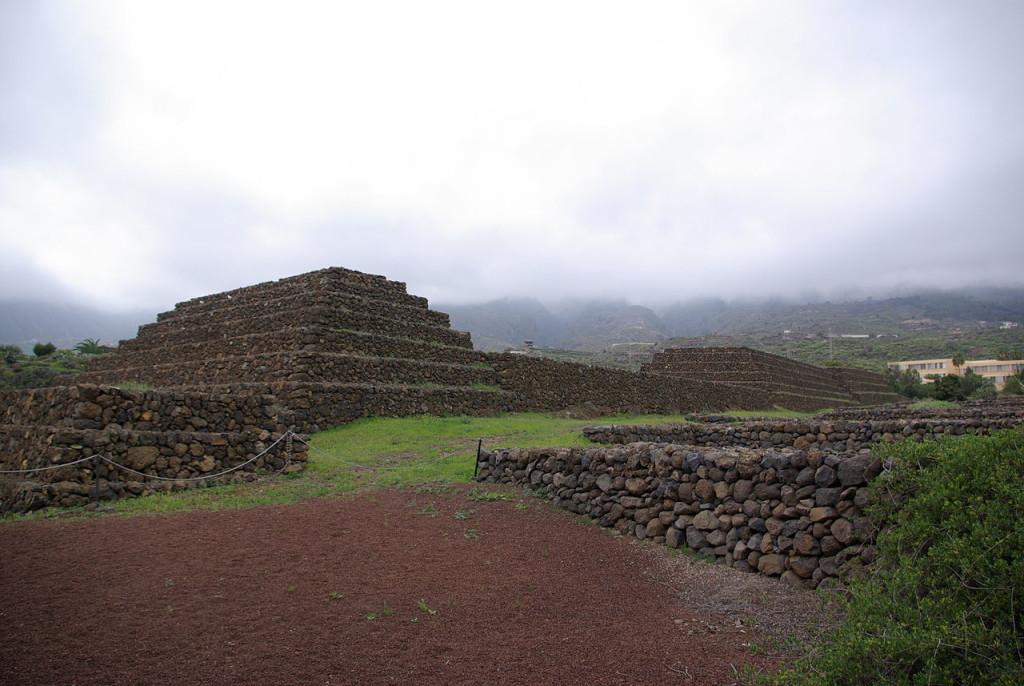 Tenerife pyramids 02