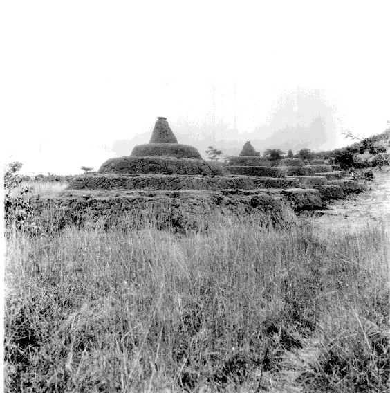 10 Igbo iron-smelting pyramids 01