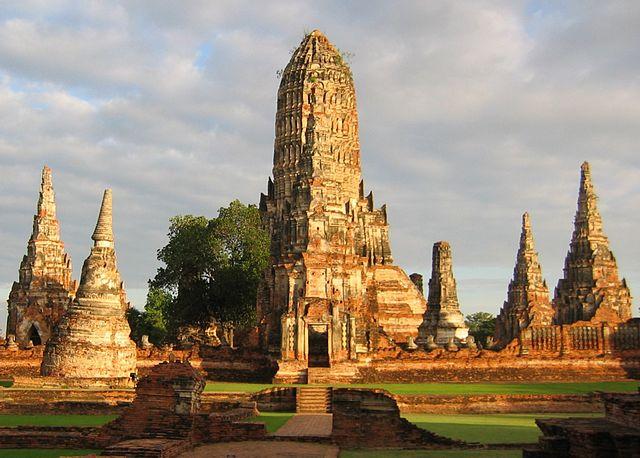 640px-WatChaiwatthanaram_2295b
