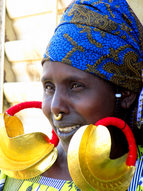 208 Fulani woman with large gold earrings, village of Senossa, Mali