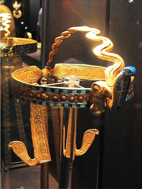 beautiful egyptian crown 0