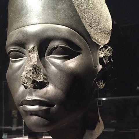 egyptian statue 03