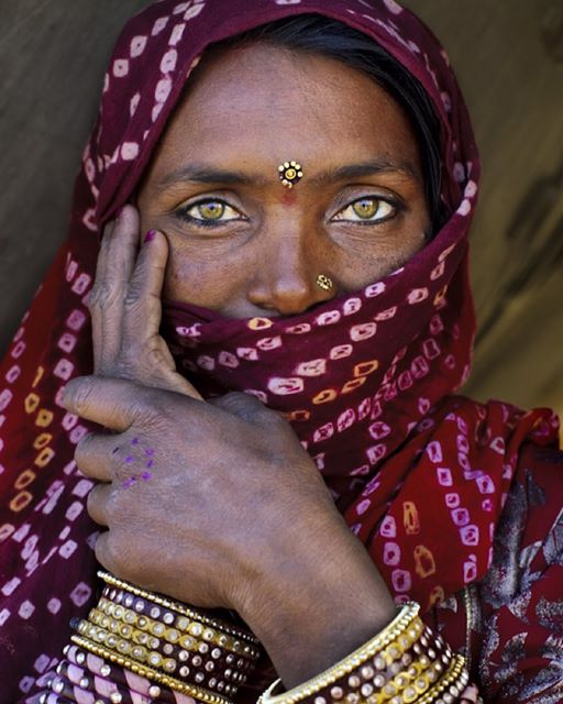 indian woman with green eyes 101