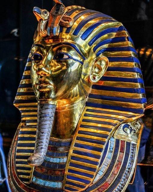 tutankhamun's gold funerary mask 0