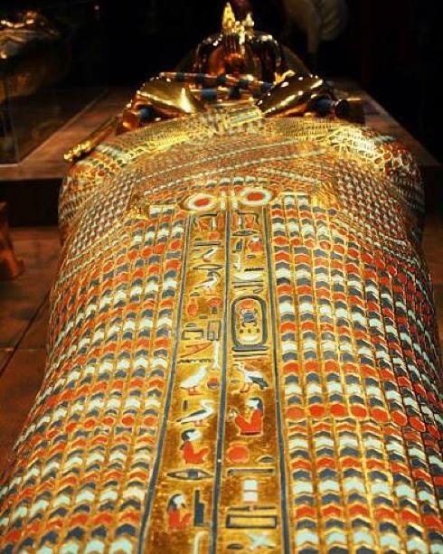 tutankhamun's gold funerary mask 00