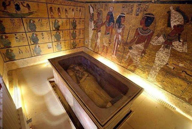 tutankhamun's gold funerary mask 03
