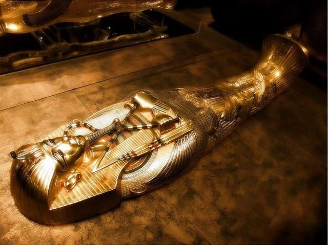 tutankhamun's gold funerary mask 06