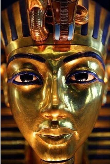 tutankhamun's gold funerary mask 067