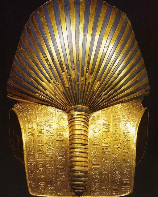 Tutankhamun's gold funerary mask & real head shape