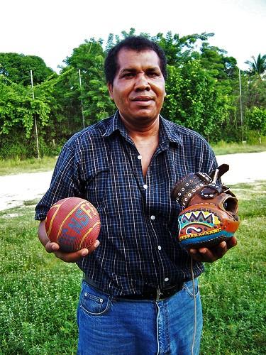 Pelota_mixteca_ball,_glove,_&_player_(S_Kraft)