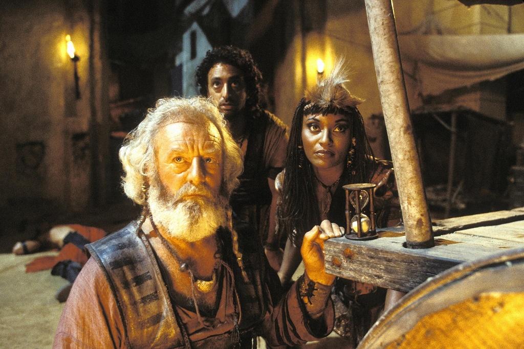 Actress Sherri Howard as Queen Isis 02