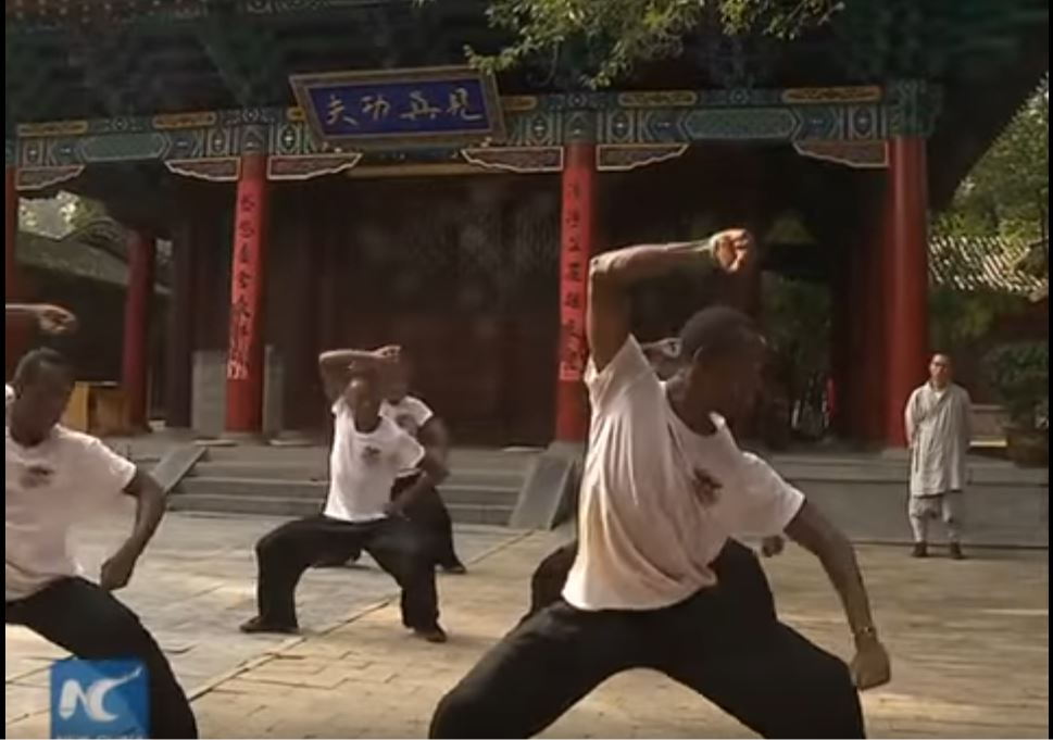 african-learn-kungfu-at-shaolin-temple-0