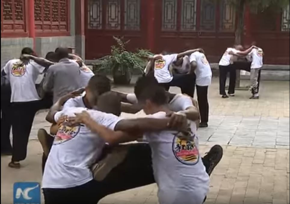 african-learn-kungfu-at-shaolin-temple-01