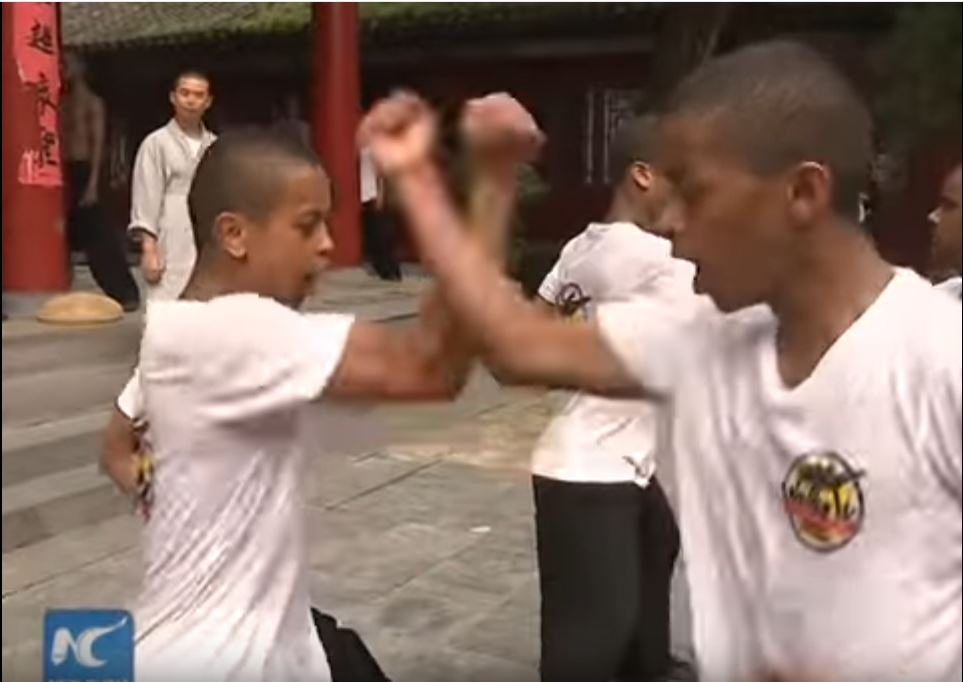 african-learn-kungfu-at-shaolin-temple-06