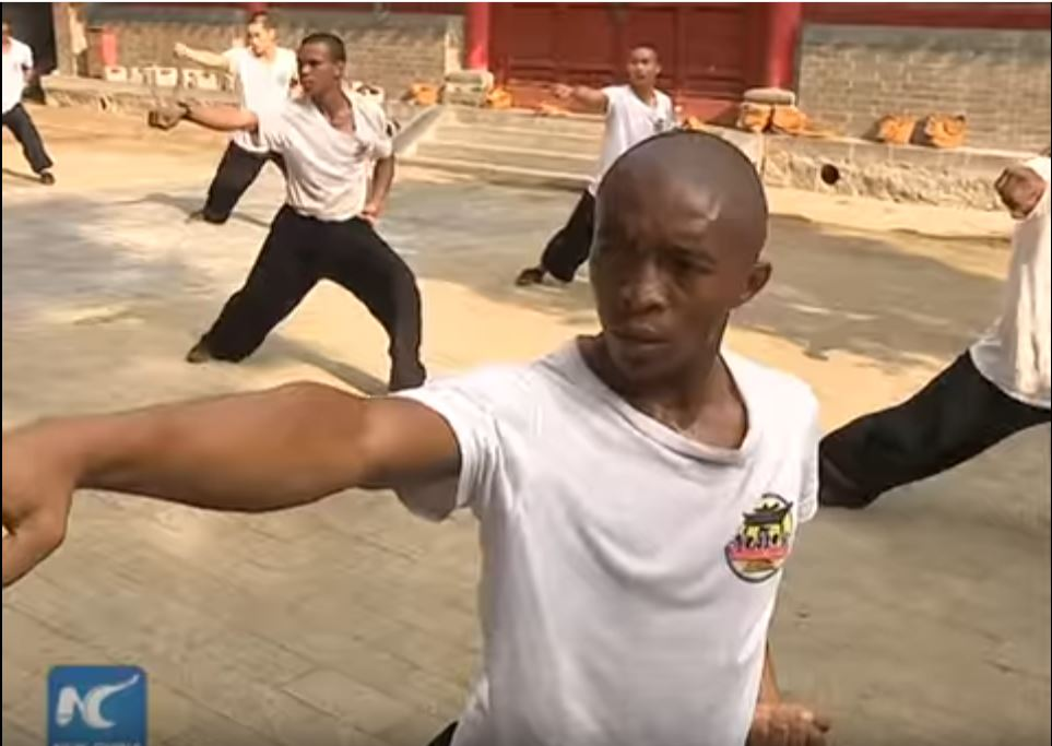 african-learn-kungfu-at-shaolin-temple-08