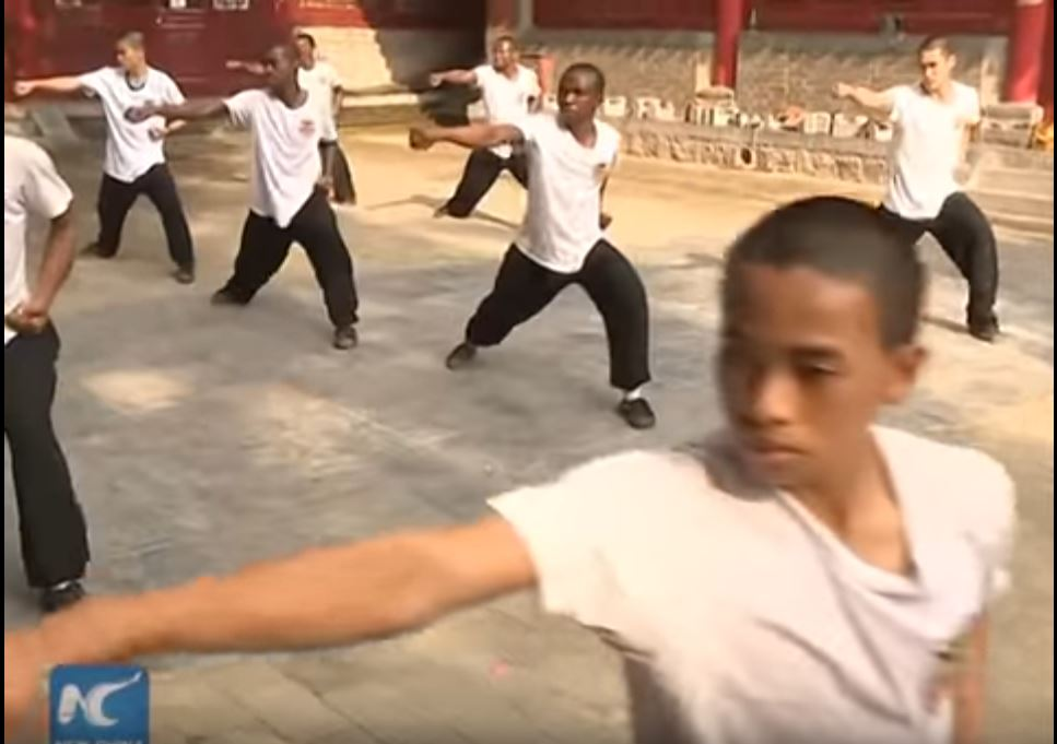 african-learn-kungfu-at-shaolin-temple-10
