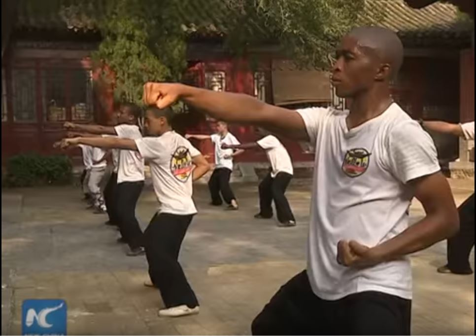 african-learn-kungfu-at-shaolin-temple