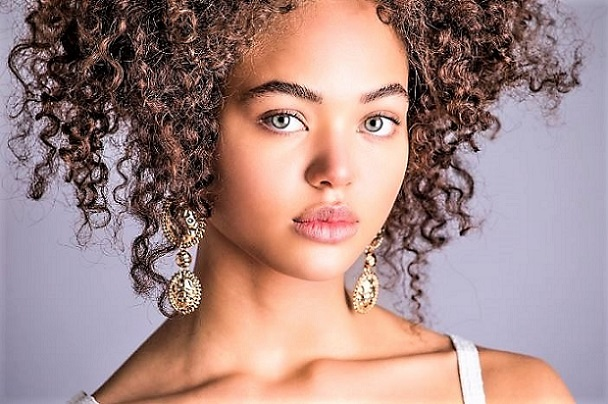 Model: Dilia Martins