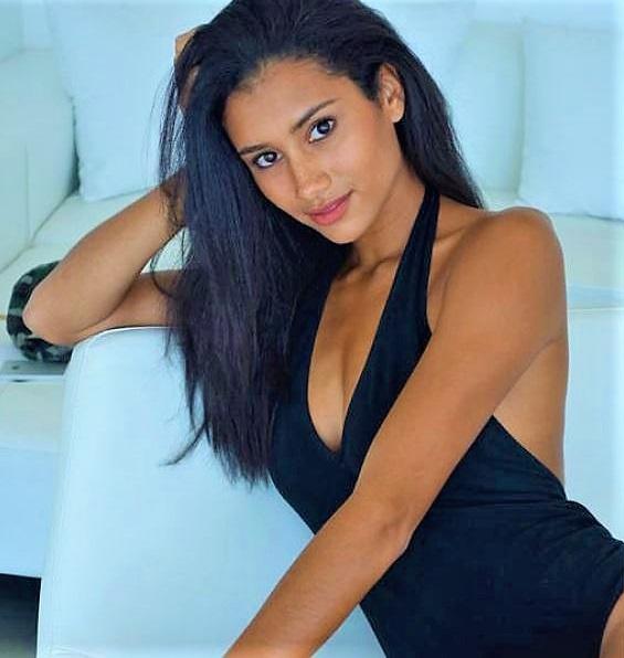 Model: Sarah Elainna